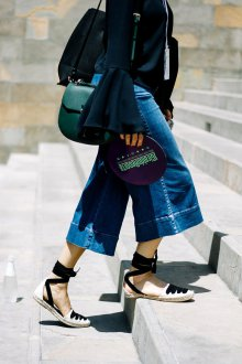 Эспадрильи женские с широкими джинсами