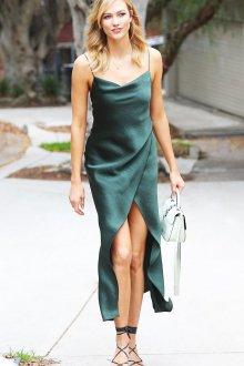 Платье с запахом в бельевом стиле