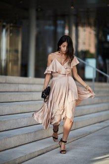 Платье с запахом нюдовое