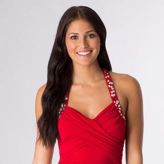 Макияж к красному платью: правила нанесения