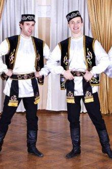 Традиционные костюмы мужчины и женщины