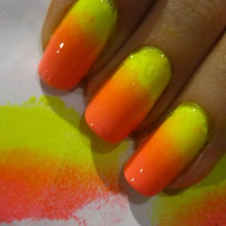 Ярко-желтый, красный и оранжевый