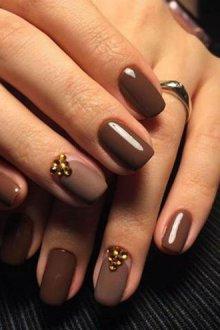 Светло-коричневый и золотой