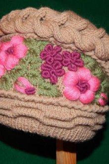 Кубанка с объемной вышивкой