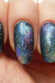 Как появилась мода на космический nail-art