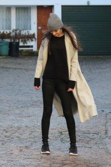 Каким должно быть пальто под кроссовки