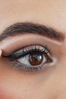 Использование белого карандаша в макияже