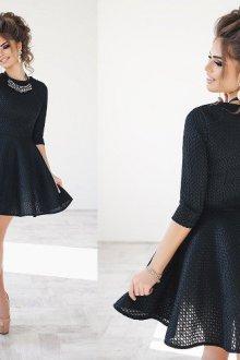 Особенности приталенных платьев с пышной юбкой