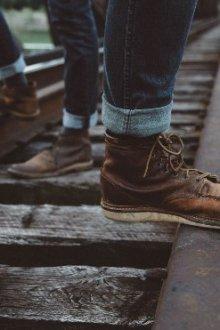 Эффектные подвороты на джинсах