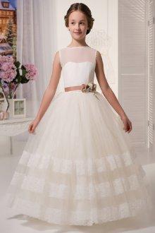 Белые платья с кружевом
