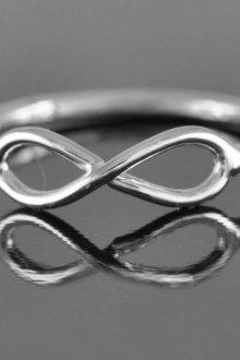 В чем особенность символа бесконечности