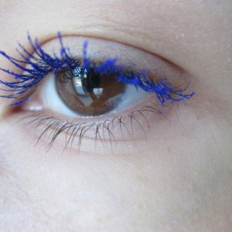 Синяя тушь для разных глаз