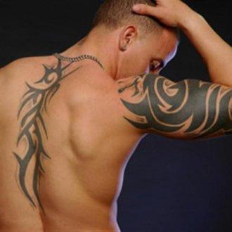 Наиболее популярные рисунки, которые наносят на мужские плечи