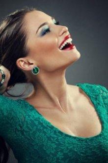 Главные правила макияжа под зеленое платье