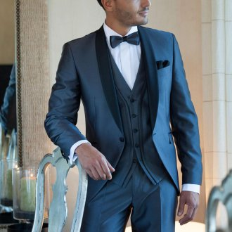 Модный синий мужской костюм