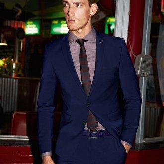 Модный синий мужской костюм на выпускной