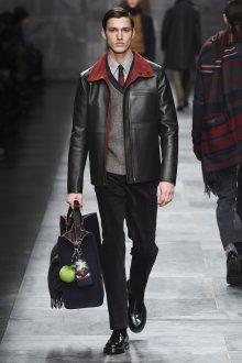 Модная черная кожаная мужская куртка