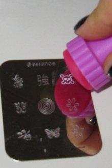 Что такое стемпинг для ногтей и кому он пригодится