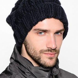 Модная черная вязаная мужская шапка