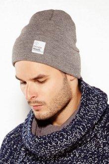 Модная коричневая мужская шапка