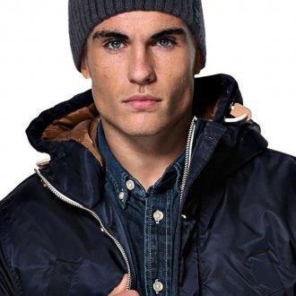 Модная темно-серая мужская шапка