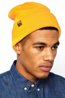 Модная желтая мужская шапка