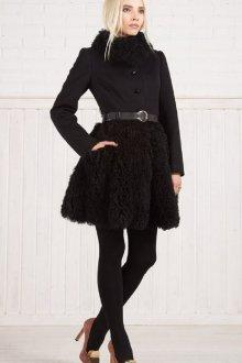 Модное расклешенное пальто