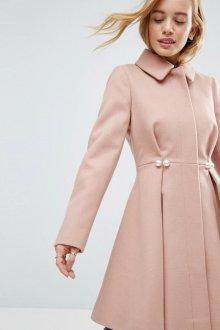 Особенности расклешенных пальто