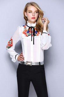 Белая женская блузка с вышивкой