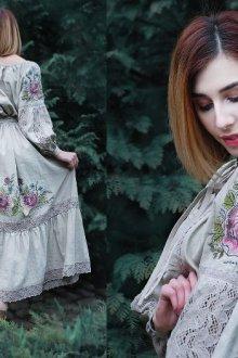 Модели с русскими узорами и вышивкой