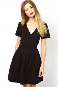 Особенности черных платьев