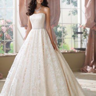 Пышное свадебное платье с корсетом с вышивкой