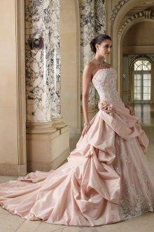 Многослойное свадебное платье с корсетом с шлейфом