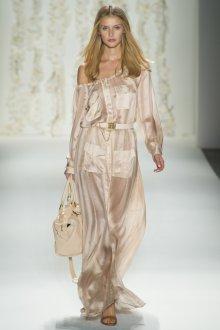 Легкое полупрозрачное кремовое платье в пол с поясом