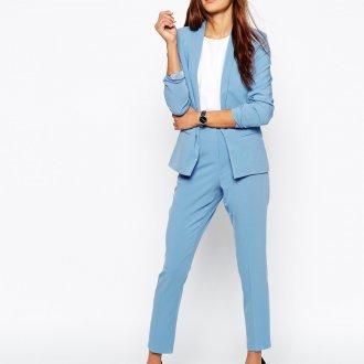 Голубой строгий костюм для женщин за 40
