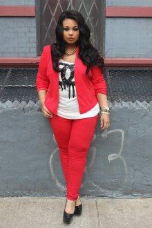 Красный костюм для полных женщин