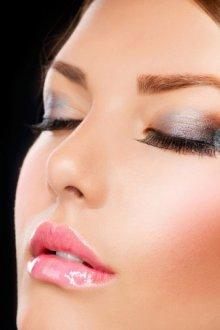 Как делать макияж с наращенными ресницами