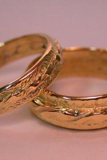 Парные обручальные кольца с текстурой
