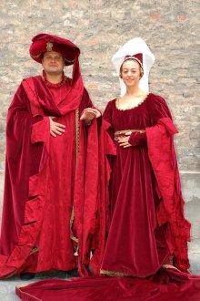 Особенности нарядов в средневековой Франции