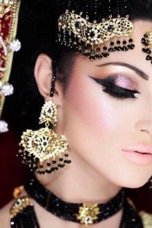 Индийский образ и макияж для европейских девушек