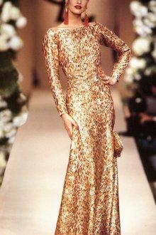 Красивое золотое платье с длинными рукавами