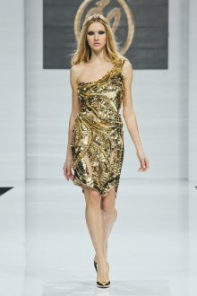 Макияж и прическа к золотому платью с вырезами