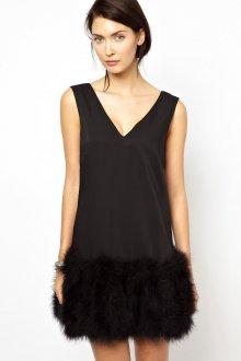 Черное короткое платье с перьями