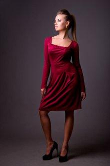 Красное замшевое платье футляр