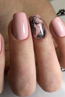 Роспись на ногтях с помощью обычного лака