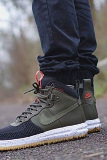 Осенние высокие кроссовки