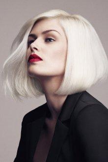 Стильное каре на светлые волосы