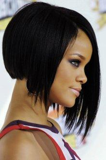 Асимметричное каре на черные волосы