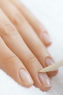 Чистка ногтей