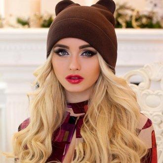 Коричневая модная женская шапка с ушками